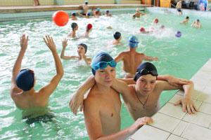 Бассейн и купание и в детском военно-спортивном лагере