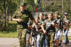 Строевая подготовка в детском военно-спортивном лагере