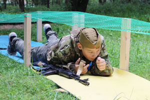 Полоса препятсвий в военно-спортиыном детском лагере