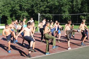 Зарядка и спорт в детском военно-спортивном лагере